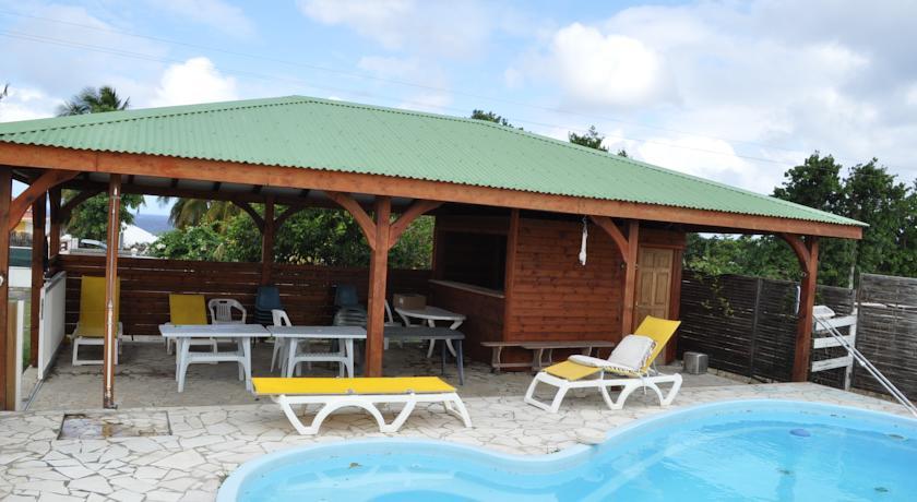 Location de bungalows au moule en guadeloupe domaine de for Bungalow martinique avec piscine pas cher